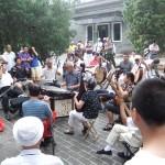 auf traditionellen Musikinstrumenten wurde musiziert und dazu gesungen.