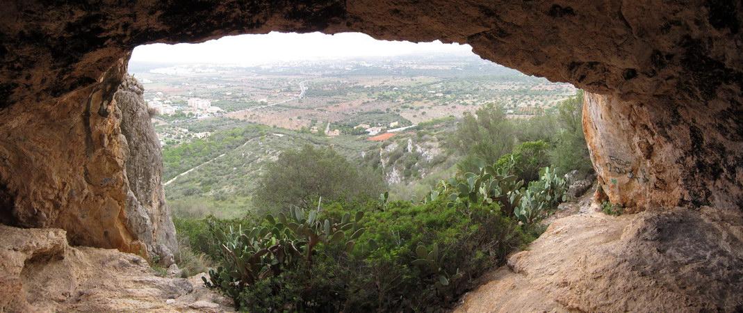 Balkon-Feeling: Blick aus der Höhle