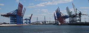Hamburger Hafen mit Köhlbrandbrücke