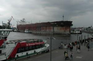 Erzfrachter im Hamburger Hafen