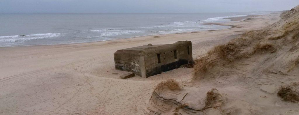 Houvrig: Bunker am Strand
