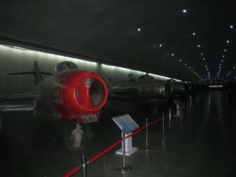 Viele Exponate im umgebauten Bunker unter dem Berg