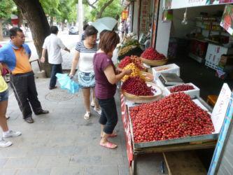 Frisches Obst in den kleinen Strassen nahe des Parkeingangs