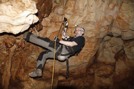 Abseilen in Tropfsteinhöhle