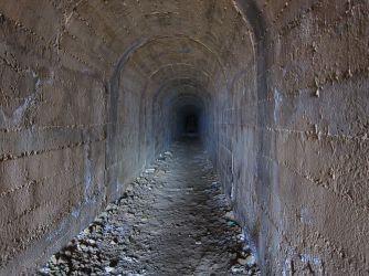 Lange unterirdische Gänge